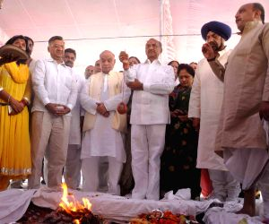 Congress leader J.P.Aggarwal and Rajesh Khanna at he `bhoomi poojan` of Turkman gate Ramleela in New Delhi on Sept 7, 2014.