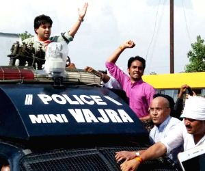 Jyotiraditya Scindia detained on way to Mandsaur