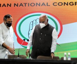 Congress leader Mallikarjun Kharge, Anand Sharma, Akhilesh P Singh, Nasir Hussain, Deependra Hooda and other address a press conference at AICC HQ in New Delhi