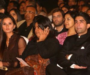 """Congress Leader Rahul Gandhi, Sania Mirza and Abhinav Bindra at a programme """"Nantion's Solidarity Against Terror""""  (An Event at the India Gate to send strong  message against Terrorism) on Sunday in New Delhi 28 Nov 09."""