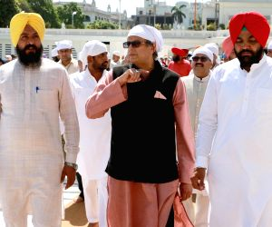 Members of Parliamentary Standing Committee on External Affairs visit Golden Temple