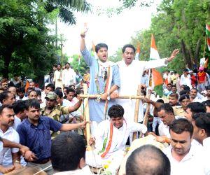 Congress leaders Kamal Nath and Jyotiraditya Scindia lead party's bullock cart rally in Bhopal on June 5, 2018.