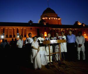 Congress leaders meet President Mukherjee