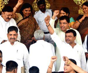 Nitish Kumar arrives at Bihar Assembly, Congress stages demonstration