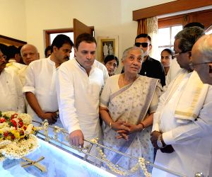 Niranjan Alva passes away, Rahul Gandhi visits his residence to pay condolences