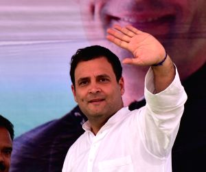 Rahul asks Congress workers to help the needy in Kerala
