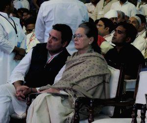 Sonia terms Modi speech as old rhetoric, Rahul says it was weak
