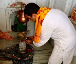 Sagwara (Rajasthan): Rahul Gandhi visits Gayatri Mandir