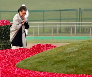 Sonia Gandhi paying floral tribute to mark 130th birth anniversary of Pandit Jawaharlal Nehru