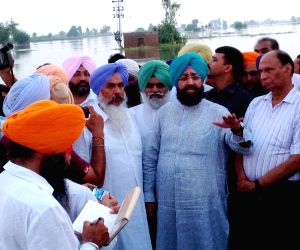 Partap Singh Bajwa visited the flood affected Hathar area