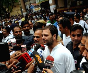 Rahul Gandhi meets victims of Kolkata flyover collapsed