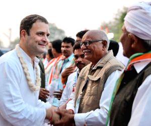 Limbasi (Gujarat): Rahul Gandhi during Congress rally
