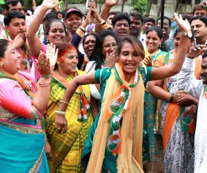 Congress wins Rajarajeshwari Nagar assembly seat, party workers celebrate