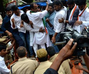 Police thwarts Congress' 'Bharat Bachao Yatra