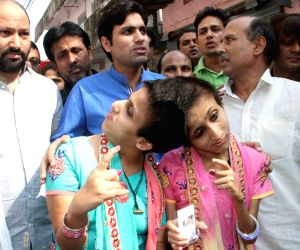 Bihar assembly polls - Phase -3 - Conjoined twins Saba and Farah