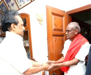 DMK leaders calls on K. Anbazhagan