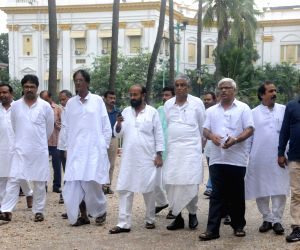 CPI-M, Congress MLAs meet WB Governor