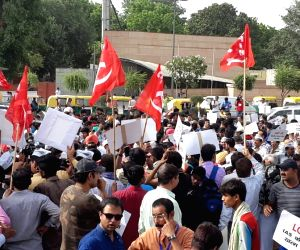 Massive protest by AAP in Delhi, CPI-M extends support