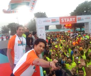 Cricket legend Sachin Tendulkar takes a selfie with the participants during IDBI Federal Life Insurance New Delhi Marathon on Feb 25, 2018.