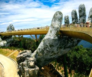 VIETNAM DA NANG TOURISM GOLDEN BRIDGE