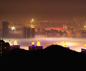 Night scenery of advection fog appearing in coastal areas in Dalian