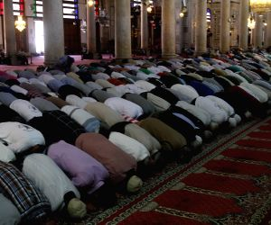 Syrians pray at Umayyad Mosque