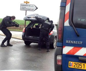 FRANCE DAMMARTIN EN GOELE CHARLIE SUSPECTS ASSAULT OPERATION