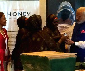 Dar es Salaam (Tanzania): Modi interacts with Solar Mamas