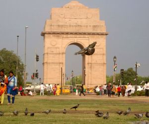 Light rains, cloudy Saturday morning in Delhi