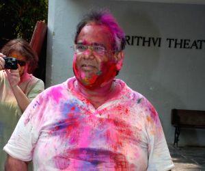 David Dhawan play Holi at Azmi House.