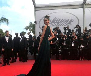 With smoky eyes, thigh-high slit, Deepika styles up at Cannes