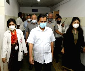 Arvind Kejriwal, Manish Sisodia pay inspection visit to Rajiv Gandhi Super Specialty Hospital