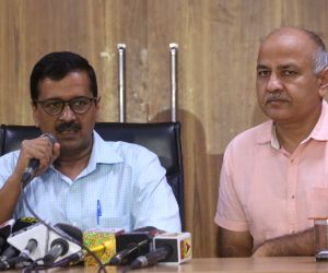 Kejriwal, Sisodia greet people on I-Day