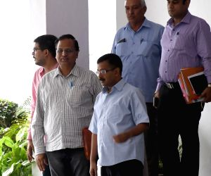 Kejriwal meets Lt Governor Jung