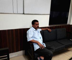 Kejriwal at RK Puram police station
