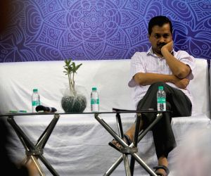 Kejriwal, Sisodia interact with Delhi Govt. school students of who have cracked IIT-JEE (Main) paper