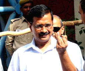 Kejriwal votes during MCD polls