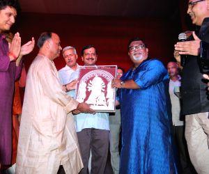 Kejriwal visits Chittaranjan Park Durga Puja Pandal