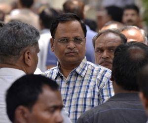 Arvind Kejriwal, Satyendra Jain at Nigambodh Ghat