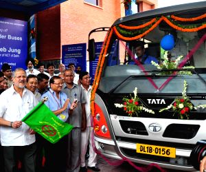 Delhi Lt Governor launches Metro Feeder Buses