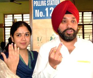 Arvinder Singh Lovely, A.K. Walia and Harsh Vardhan caste their votes during Delhi Assembly Polls