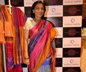 Waheeda Rehman at Designer Krishna Mehta's store