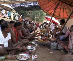 Pitrapaksh - Devotees offer