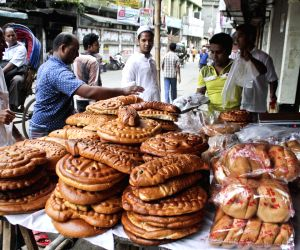 Dhaka (Bangladesh): People busy shopping ahead of Shab-E-Barat