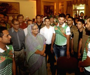 Sheikh Hasina greets Bangladesh cricket team