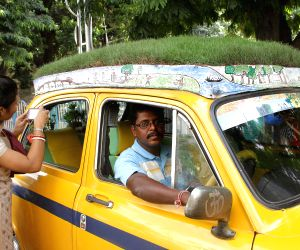 Taxi driver turns his vehicle into a mobile garden