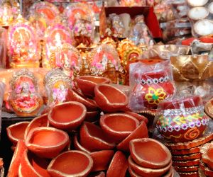 different-varieties-of-earthen-lamps-on-sale