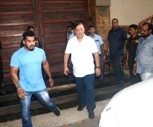 Hrithik Roshan, David Dhawan seen outside Ajay Devgn's house