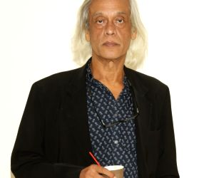 Sudhir Mishra remembers 'master' Satyajit Ray on death anniversary