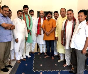 Disassociated TMC MLAs meet Amit Shah